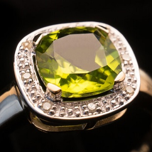 Peridot: Birthstone of the Month